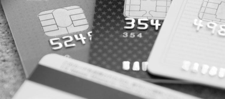 使い方を誤ると危険なクレジットカード